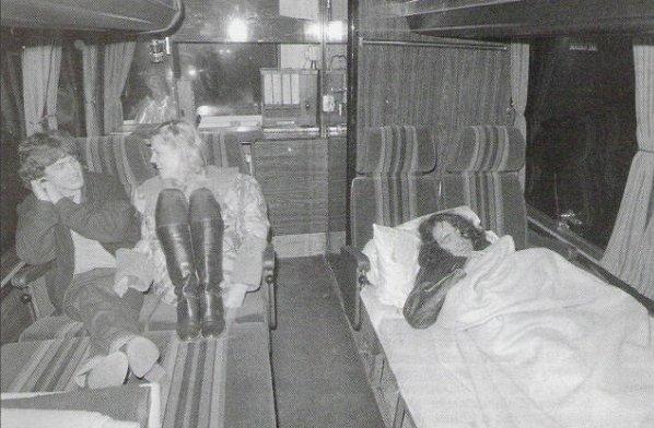 Tus fotos favoritas de los dioses del rock, o algo - Página 6 27..1980Southamptonbus